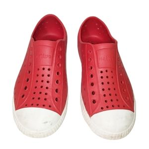 Native Kids Jefferson Shoes in Torch Red/White C12